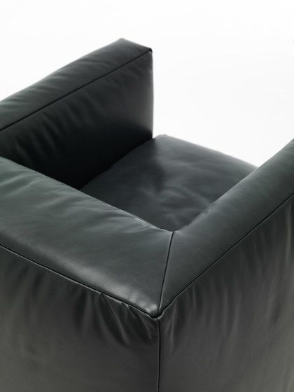 https://res.cloudinary.com/clippings/image/upload/t_big/dpr_auto,f_auto,w_auto/v1/product_bases/little-big-bubble-armchair-by-eponimo-eponimo-alberto-colzani-clippings-4595842.jpg