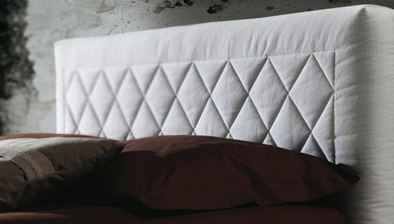 https://res.cloudinary.com/clippings/image/upload/t_big/dpr_auto,f_auto,w_auto/v1/product_bases/martinica-by-milano-bedding-milano-bedding-clippings-8142872.jpg