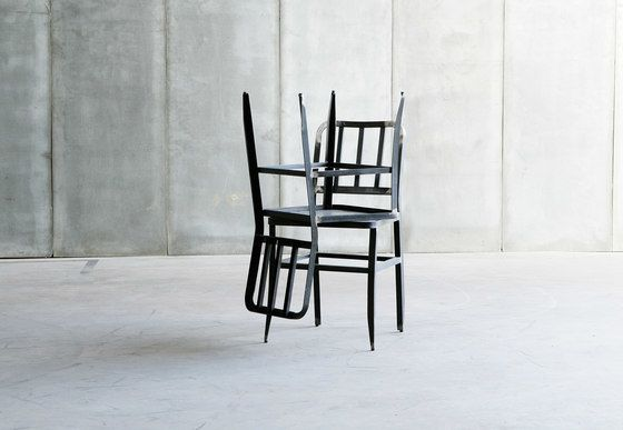 https://res.cloudinary.com/clippings/image/upload/t_big/dpr_auto,f_auto,w_auto/v1/product_bases/metal-chair-by-heerenhuis-heerenhuis-clippings-1973792.jpg