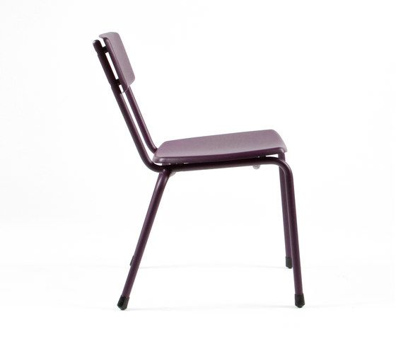 https://res.cloudinary.com/clippings/image/upload/t_big/dpr_auto,f_auto,w_auto/v1/product_bases/mica-9060-chair-by-maiori-design-maiori-design-clippings-6332692.jpg
