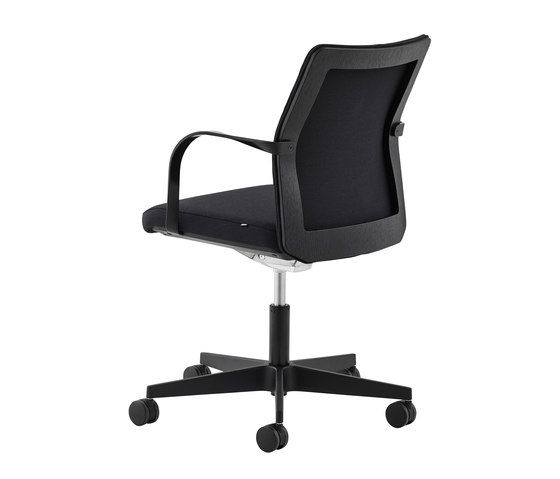 https://res.cloudinary.com/clippings/image/upload/t_big/dpr_auto,f_auto,w_auto/v1/product_bases/mn1-5-star-chair-by-howe-howe-morten-nikolajsen-clippings-5837262.jpg