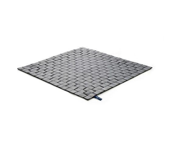 https://res.cloudinary.com/clippings/image/upload/t_big/dpr_auto,f_auto,w_auto/v1/product_bases/mnml-101-outdoor-indoor-grey-black-by-kymo-kymo-eva-langhans-clippings-4406342.jpg