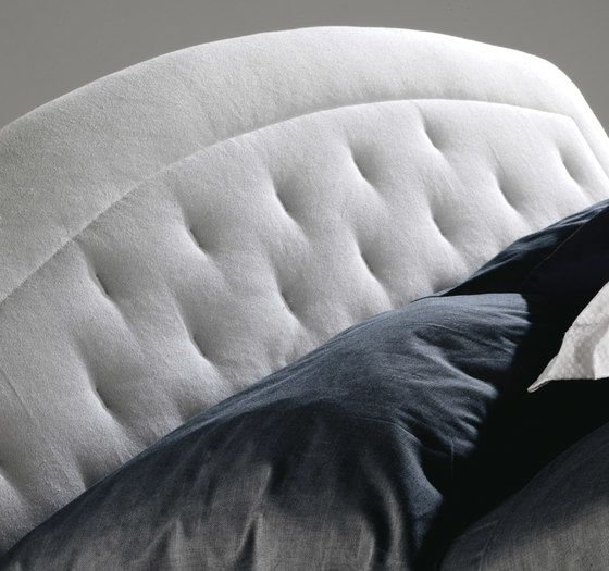 https://res.cloudinary.com/clippings/image/upload/t_big/dpr_auto,f_auto,w_auto/v1/product_bases/moorea-by-milano-bedding-milano-bedding-clippings-8127772.jpg