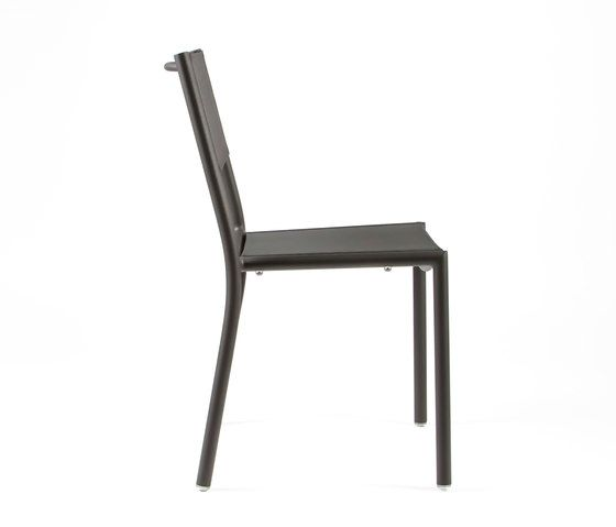 https://res.cloudinary.com/clippings/image/upload/t_big/dpr_auto,f_auto,w_auto/v1/product_bases/nc8527-chair-by-maiori-design-maiori-design-clippings-6871572.jpg