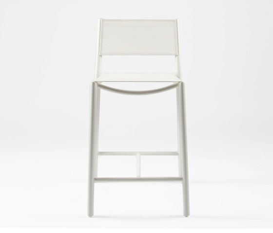 https://res.cloudinary.com/clippings/image/upload/t_big/dpr_auto,f_auto,w_auto/v1/product_bases/nc8733-highchair-by-maiori-design-maiori-design-clippings-5107352.jpg