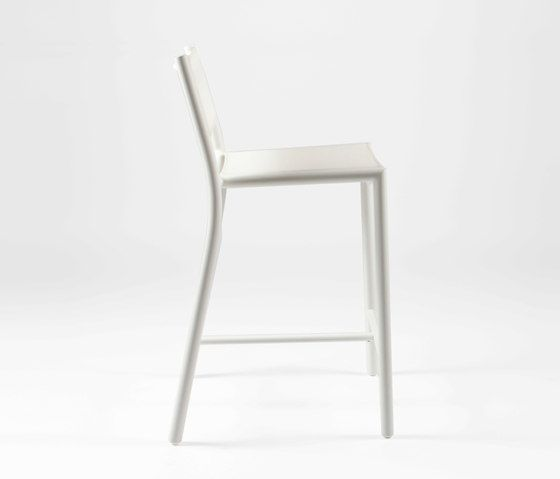 https://res.cloudinary.com/clippings/image/upload/t_big/dpr_auto,f_auto,w_auto/v1/product_bases/nc8733-highchair-by-maiori-design-maiori-design-clippings-5107442.jpg