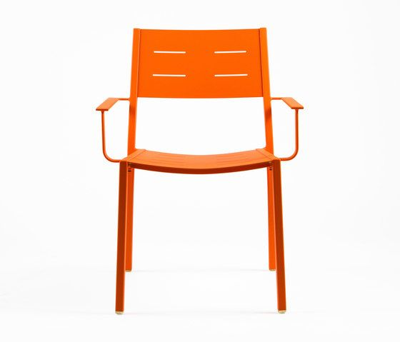 https://res.cloudinary.com/clippings/image/upload/t_big/dpr_auto,f_auto,w_auto/v1/product_bases/ns9526-armchair-by-maiori-design-maiori-design-clippings-6301882.jpg