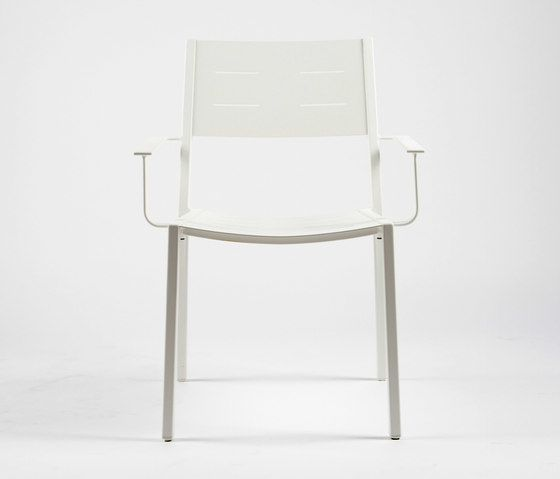 https://res.cloudinary.com/clippings/image/upload/t_big/dpr_auto,f_auto,w_auto/v1/product_bases/ns9526-armchair-by-maiori-design-maiori-design-clippings-6302452.jpg