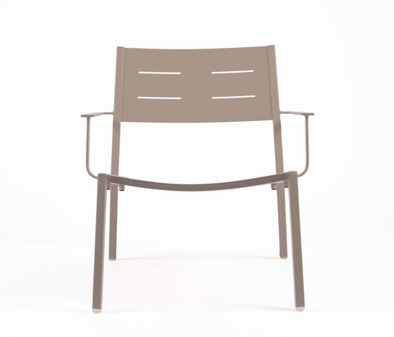 https://res.cloudinary.com/clippings/image/upload/t_big/dpr_auto,f_auto,w_auto/v1/product_bases/ns9528-low-armchair-by-maiori-design-maiori-design-clippings-7911642.jpg