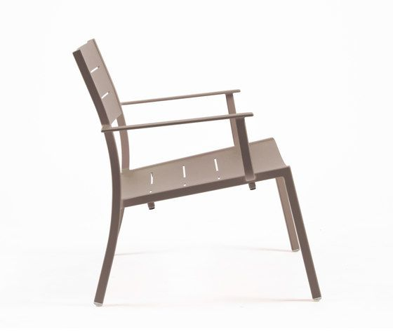https://res.cloudinary.com/clippings/image/upload/t_big/dpr_auto,f_auto,w_auto/v1/product_bases/ns9528-low-armchair-by-maiori-design-maiori-design-clippings-7911722.jpg