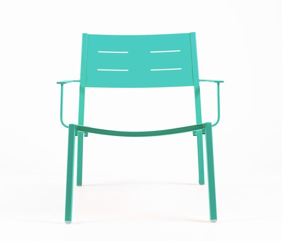 https://res.cloudinary.com/clippings/image/upload/t_big/dpr_auto,f_auto,w_auto/v1/product_bases/ns9528-low-armchair-by-maiori-design-maiori-design-clippings-7912142.jpg