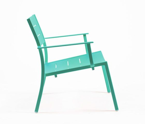 https://res.cloudinary.com/clippings/image/upload/t_big/dpr_auto,f_auto,w_auto/v1/product_bases/ns9528-low-armchair-by-maiori-design-maiori-design-clippings-7912212.jpg