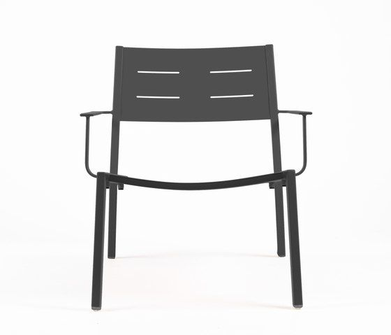 https://res.cloudinary.com/clippings/image/upload/t_big/dpr_auto,f_auto,w_auto/v1/product_bases/ns9528-low-armchair-by-maiori-design-maiori-design-clippings-7912382.jpg