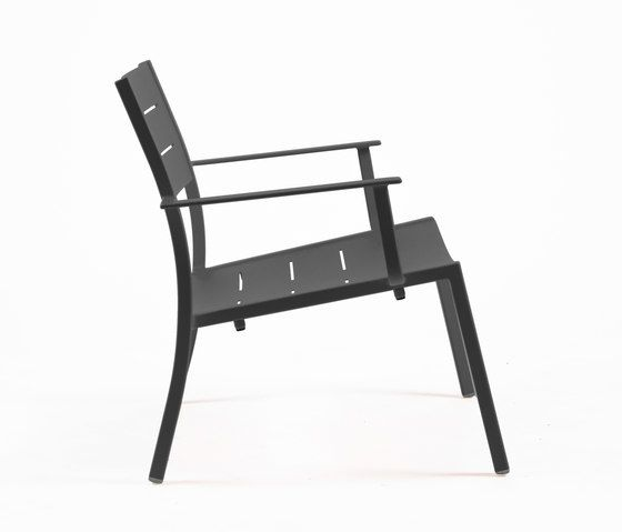 https://res.cloudinary.com/clippings/image/upload/t_big/dpr_auto,f_auto,w_auto/v1/product_bases/ns9528-low-armchair-by-maiori-design-maiori-design-clippings-7912462.jpg