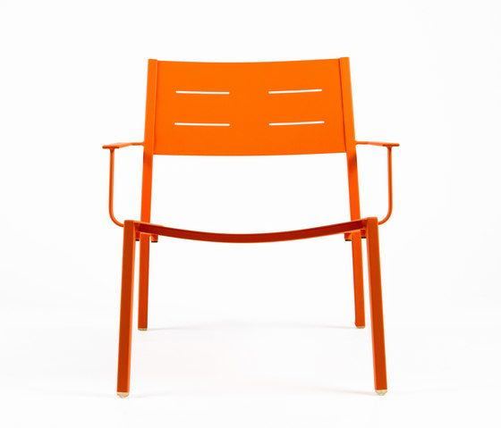 https://res.cloudinary.com/clippings/image/upload/t_big/dpr_auto,f_auto,w_auto/v1/product_bases/ns9528-low-armchair-by-maiori-design-maiori-design-clippings-7912622.jpg