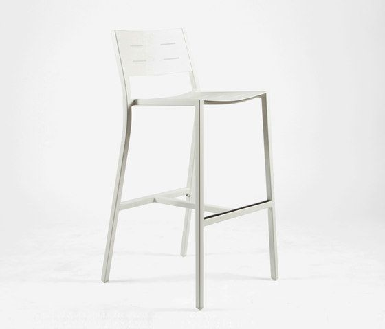 https://res.cloudinary.com/clippings/image/upload/t_big/dpr_auto,f_auto,w_auto/v1/product_bases/ns9534-highchair-by-maiori-design-maiori-design-clippings-4931802.jpg