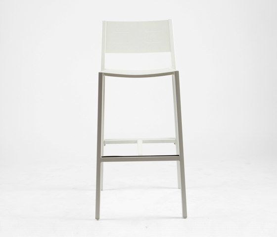 https://res.cloudinary.com/clippings/image/upload/t_big/dpr_auto,f_auto,w_auto/v1/product_bases/ns9534-highchair-by-maiori-design-maiori-design-clippings-4931892.jpg