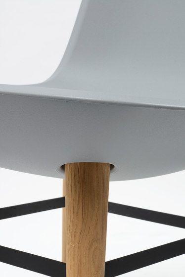 https://res.cloudinary.com/clippings/image/upload/t_big/dpr_auto,f_auto,w_auto/v1/product_bases/pebble-chair-by-de-vorm-de-vorm-benjamin-hubert-clippings-2595612.jpg