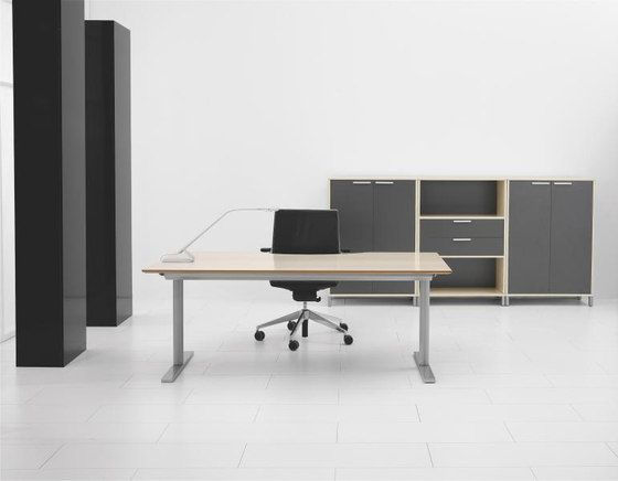 Q10 Desk by Holmris Office by Holmris Office