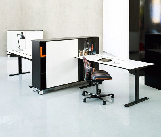 Q20 Desk by Holmris Office by Holmris Office