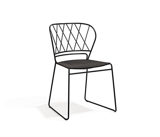 https://res.cloudinary.com/clippings/image/upload/t_big/dpr_auto,f_auto,w_auto/v1/product_bases/reso-chair-by-skargaarden-skargaarden-matilda-lindblom-clippings-6344812.jpg
