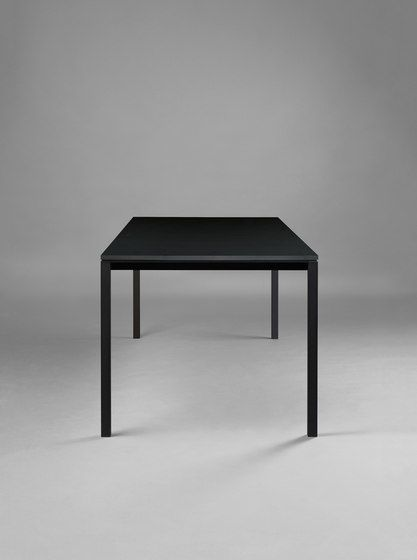 https://res.cloudinary.com/clippings/image/upload/t_big/dpr_auto,f_auto,w_auto/v1/product_bases/s-600-cpsdesign-table-hpl-by-janua-christian-seisenberger-janua-christian-seisenberger-claus-p-seipp-clippings-3607222.jpg