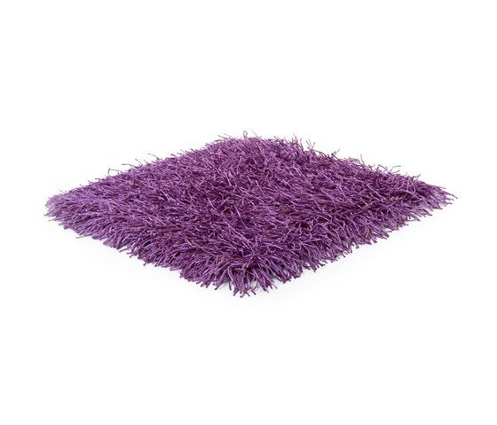 https://res.cloudinary.com/clippings/image/upload/t_big/dpr_auto,f_auto,w_auto/v1/product_bases/sg-polly-premium-outdoor-royal-lilac-by-kymo-kymo-clippings-4406402.jpg