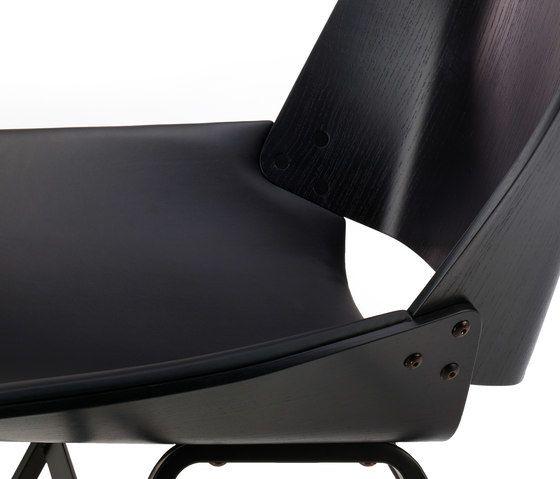 https://res.cloudinary.com/clippings/image/upload/t_big/dpr_auto,f_auto,w_auto/v1/product_bases/shell-lounge-leather-seat-by-rex-kralj-rex-kralj-niko-kralj-clippings-6271782.jpg