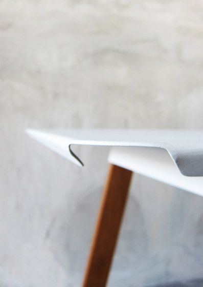 https://res.cloudinary.com/clippings/image/upload/t_big/dpr_auto,f_auto,w_auto/v1/product_bases/sim-steel-table-by-takehomedesign-takehomedesign-paphop-wongpanich-clippings-3703692.jpg