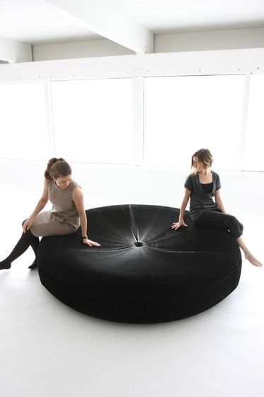 https://res.cloudinary.com/clippings/image/upload/t_big/dpr_auto,f_auto,w_auto/v1/product_bases/softseating-black-paper-softseating-lounger-by-molo-molo-stephanie-forsythe-todd-macallen-clippings-7203592.jpg