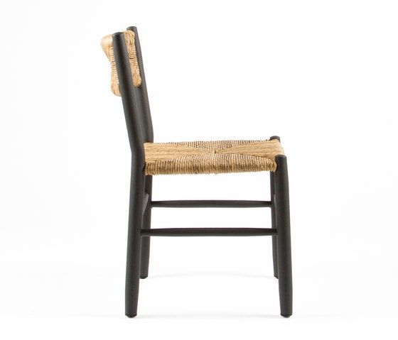 https://res.cloudinary.com/clippings/image/upload/t_big/dpr_auto,f_auto,w_auto/v1/product_bases/stipa-9081-chair-by-maiori-design-maiori-design-clippings-6886052.jpg