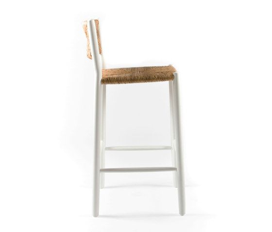 https://res.cloudinary.com/clippings/image/upload/t_big/dpr_auto,f_auto,w_auto/v1/product_bases/stipa-9092-highchair-by-maiori-design-maiori-design-clippings-4938502.jpg