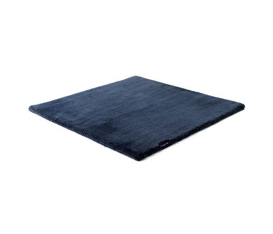 https://res.cloudinary.com/clippings/image/upload/t_big/dpr_auto,f_auto,w_auto/v1/product_bases/studio-nyc-polyester-edition-navy-by-kymo-kymo-clippings-6247682.jpg