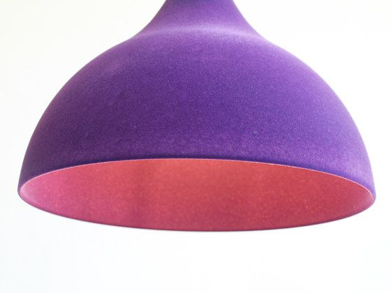 https://res.cloudinary.com/clippings/image/upload/t_big/dpr_auto,f_auto,w_auto/v1/product_bases/teardrop-flock-purple-by-dutchglobe-dutchglobe-arend-jan-hovestadt-clippings-3067422.jpg