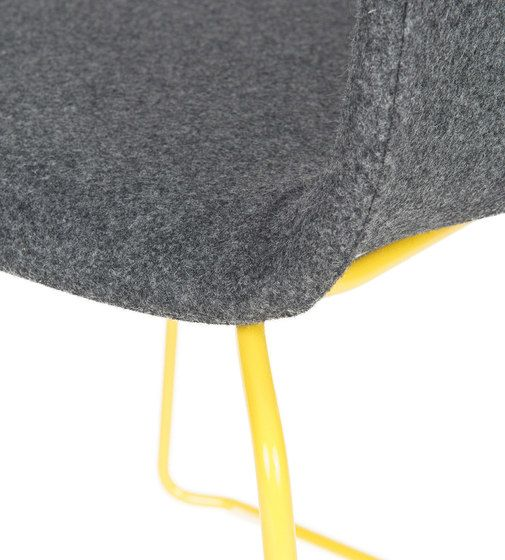 https://res.cloudinary.com/clippings/image/upload/t_big/dpr_auto,f_auto,w_auto/v1/product_bases/than-chair-by-lensvelt-lensvelt-richard-hutten-clippings-1734302.jpg