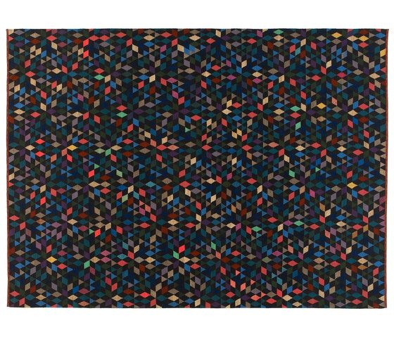 https://res.cloudinary.com/clippings/image/upload/t_big/dpr_auto,f_auto,w_auto/v1/product_bases/triangles-diamond-black-by-golran-1898-golran-1898-bertjan-pot-clippings-3935392.jpg