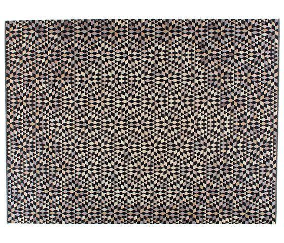 https://res.cloudinary.com/clippings/image/upload/t_big/dpr_auto,f_auto,w_auto/v1/product_bases/triangles-diamond-black-cream-by-golran-1898-golran-1898-bertjan-pot-clippings-7198532.jpg