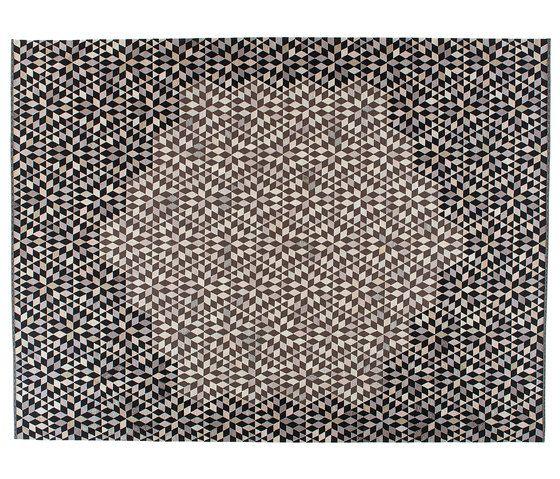 https://res.cloudinary.com/clippings/image/upload/t_big/dpr_auto,f_auto,w_auto/v1/product_bases/triangles-diamond-medallion-black-cream-by-golran-1898-golran-1898-bertjan-pot-clippings-6635682.jpg