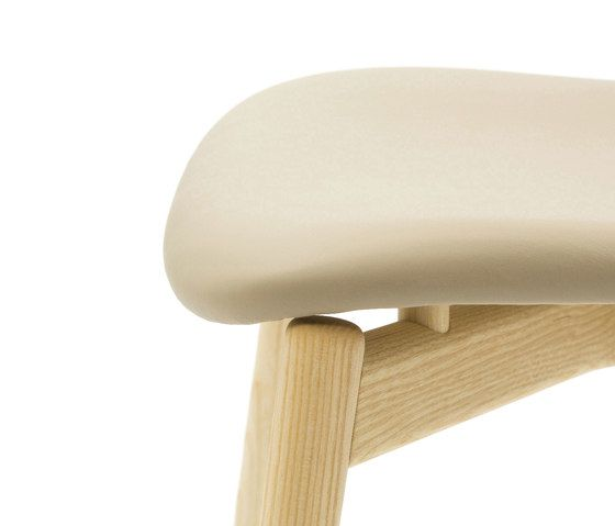 https://res.cloudinary.com/clippings/image/upload/t_big/dpr_auto,f_auto,w_auto/v1/product_bases/two-tone-chair-by-discipline-discipline-ichiro-iwasaki-clippings-2651242.jpg