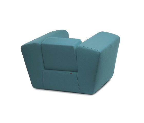 https://res.cloudinary.com/clippings/image/upload/t_big/dpr_auto,f_auto,w_auto/v1/product_bases/unkle-armchair-by-dum-dum-marc-van-nederpelt-martijn-hoogendijk-wiebe-boonstra-clippings-2227452.jpg
