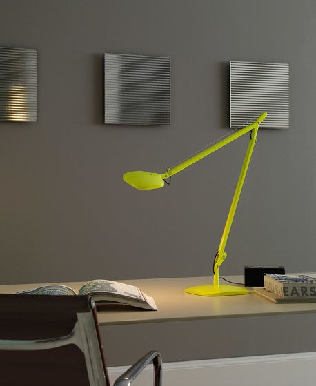 https://res.cloudinary.com/clippings/image/upload/t_big/dpr_auto,f_auto,w_auto/v1/product_bases/volee-table-lamp-by-fontanaarte-fontanaarte-odoardo-fioravanti-clippings-3022552.jpg