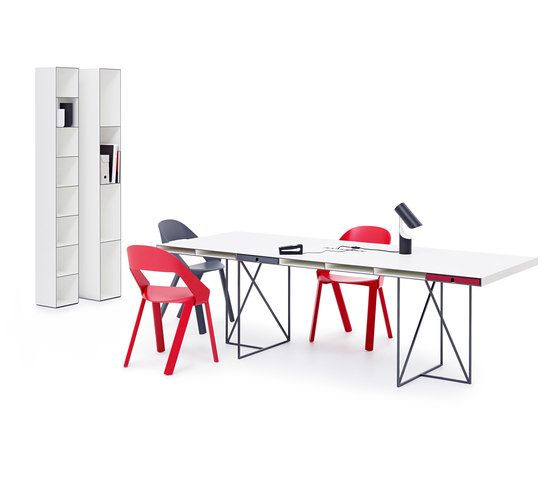 https://res.cloudinary.com/clippings/image/upload/t_big/dpr_auto,f_auto,w_auto/v1/product_bases/wogg-caro-desk-grande-by-wogg-wogg-christophe-marchand-clippings-3394702.jpg
