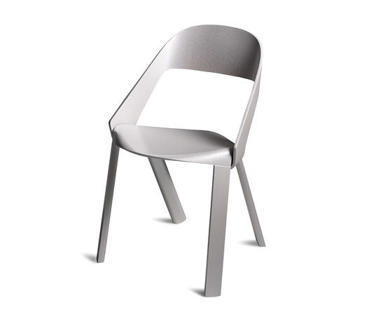 https://res.cloudinary.com/clippings/image/upload/t_big/dpr_auto,f_auto,w_auto/v1/product_bases/wogg-roya-stackable-chair-by-wogg-wogg-jorg-boner-clippings-1974222.jpg
