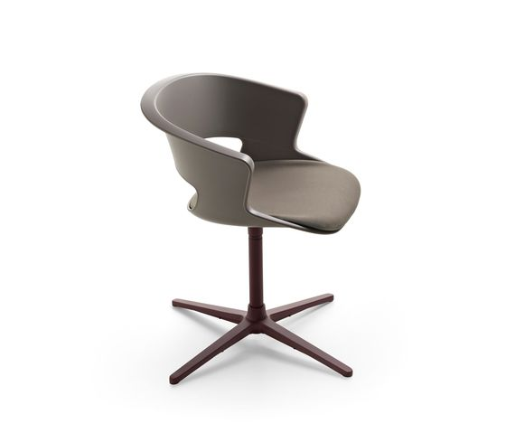 https://res.cloudinary.com/clippings/image/upload/t_big/dpr_auto,f_auto,w_auto/v1/product_bases/zed-swivel-base-in-polypropylene-with-seat-cushion-z910-by-maxdesign-maxdesign-hannes-wettstein-clippings-2680122.jpg