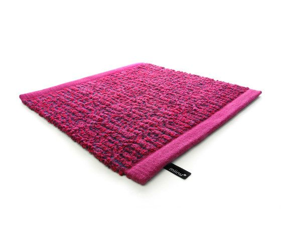 https://res.cloudinary.com/clippings/image/upload/t_big/dpr_auto,f_auto,w_auto/v1/product_bases/zigzag-fuchsia-purple-by-miinu-miinu-clippings-5786932.jpg