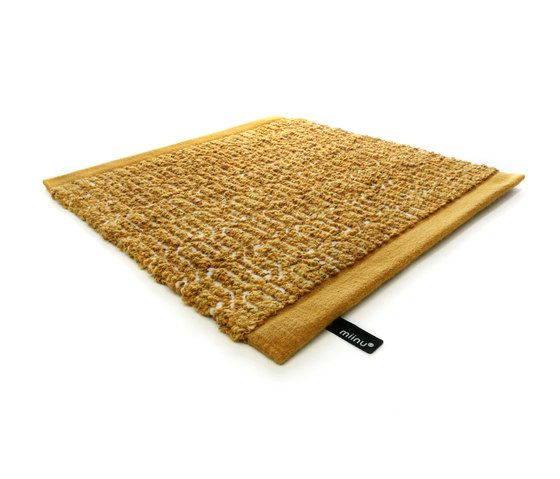 https://res.cloudinary.com/clippings/image/upload/t_big/dpr_auto,f_auto,w_auto/v1/product_bases/zigzag-golden-rod-by-miinu-miinu-clippings-5957742.jpg
