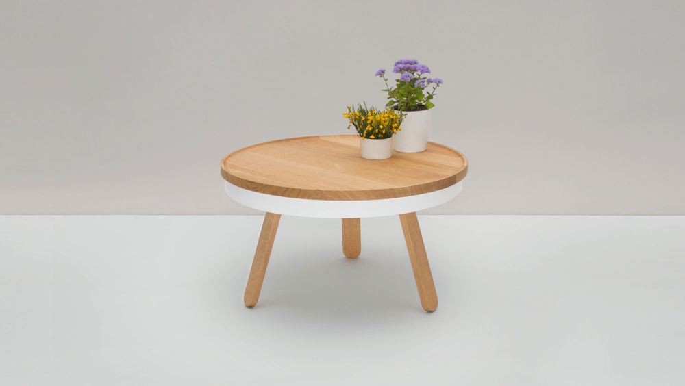 https://res.cloudinary.com/clippings/image/upload/t_big/dpr_auto,f_auto,w_auto/v1/products/batea-m-coffee-table-with-storage-woodendot-mar%C3%ADa-vargas-daniel-garc%C3%ADa-clippings-8621391.jpg