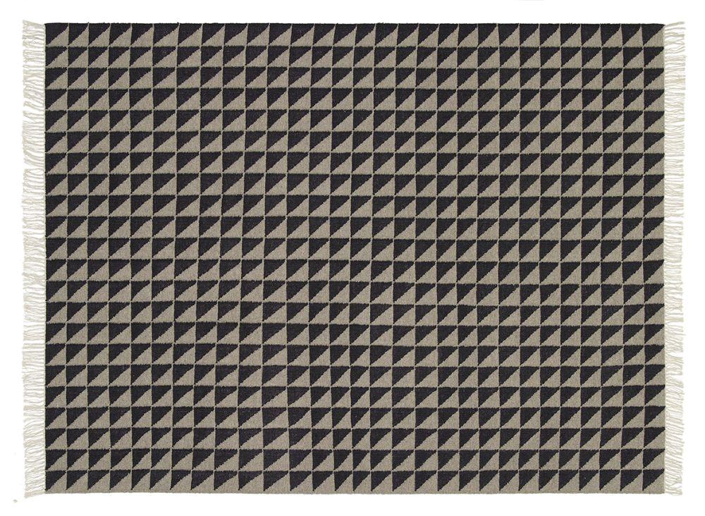 https://res.cloudinary.com/clippings/image/upload/t_big/dpr_auto,f_auto,w_auto/v1/products/cp04-iza-carpet-black-quartz-grey-120x80-cm-e15-philipp-mainzer-clippings-1584381.jpg