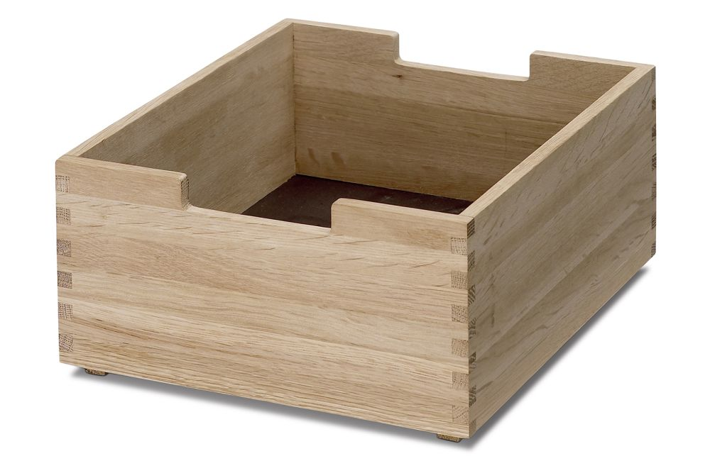 https://res.cloudinary.com/clippings/image/upload/t_big/dpr_auto,f_auto,w_auto/v1/products/cutter-box-oak-small-skagerak-niels-hvass-clippings-11288913.jpg