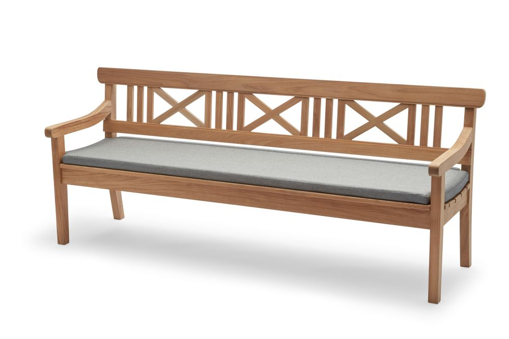 https://res.cloudinary.com/clippings/image/upload/t_big/dpr_auto,f_auto,w_auto/v1/products/drachmann-bench-with-cushion-teak-200-ash-skagerak-bernt-santesson-clippings-11300594.jpg